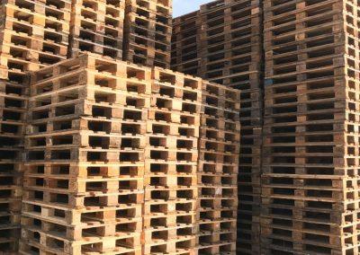 Palettes bois entreposées chez Crispa Palettes